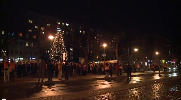 Die 24.Montagsdemo begann wie immer auf dem Marktplatz. Aber dann führte der Demonstrationszug über die Bölsche Straße zum Bürger Bräu und zurück.