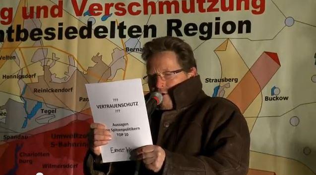 Trotz klirrender Kälte kamen wieder über 1.000 Menschen zur Montagsdemo in Friedrichshagen. Auf der Themenagenda diesmal: Frühere Aussagen von Politikern zu BER (Vertrauensbruch) Liveinterviews mit Teilnehmern der Montagsdemo