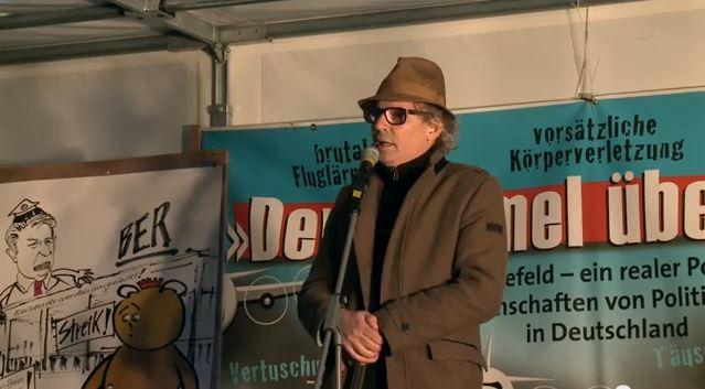 Diesmal auf der Agenda der Montagsdemo: Umweltmonitoring für Wasser gefordert Leander Haußmann: Ich bin wieder da. Druck zeigt Wirkung: Flieger sollen höher einfliegen