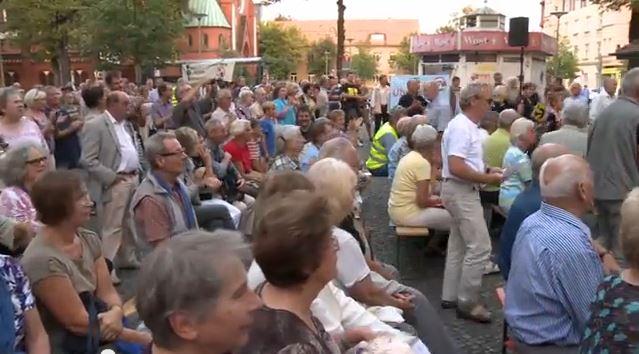 Über 4 kg Stimmen für Nachtflugverbot spontan gesammelt H. Moritz: Grüne unterstützen aktiv Volksbegehren gegen Nachtflug U. Sattler: Wie Berlin gegen Bürger spart, um BER zu finanzieren