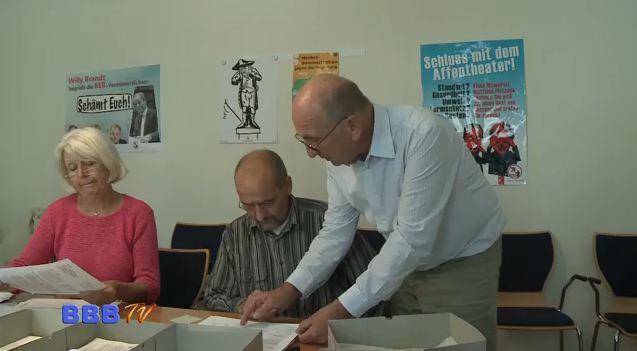160.000 Unterschriften mindestens abgegeben. Das sind mehr als manche Partei in Deutschland Mitglieder hat. 12. Oktober ist Tag der Wahrheit: Dann wird das Ergebnis verkündet. Aus allen Berliner Bezirken Unterschriften […]